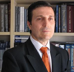 Dr. Vicente Vanaclocha Vanaclocha, neurocirujano especializado en neuro-oncología, en cirugía mínimamente invasiva y en cirugía sin sangre